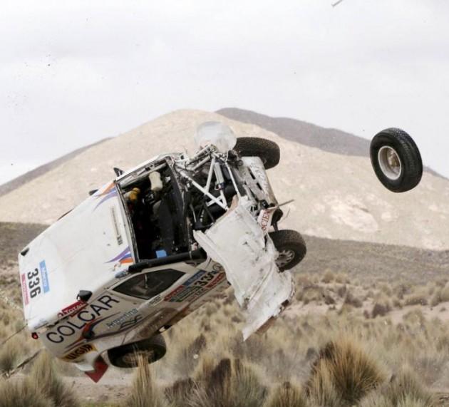 Espectaculares fotos del doble accidente en el Rally Dakar, etapa 7