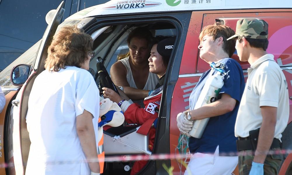 Al menos cuatro espectadores heridos en accidente de auto en Dakar 2016
