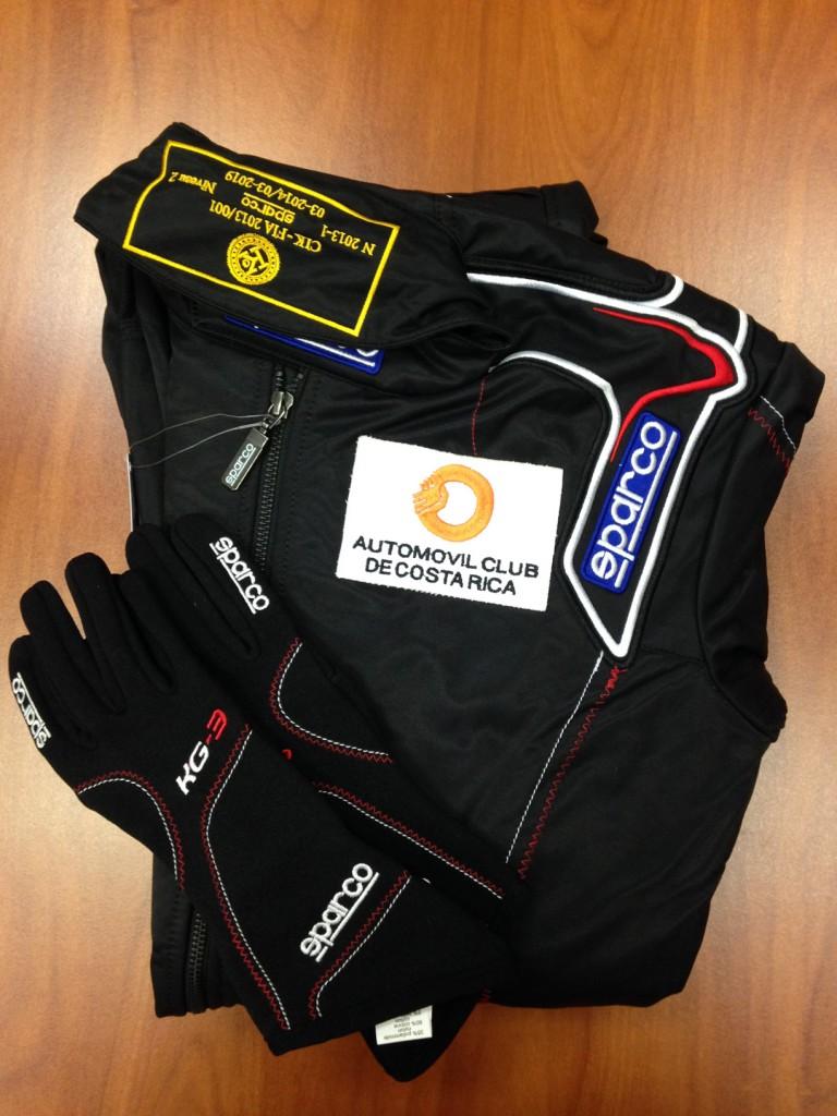 Los uniformes que utilizaran los pilotos.