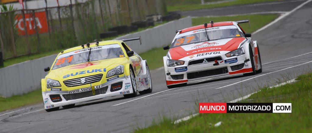El Suzuki de Juan Carlos Alvarado y el Mitsubishi de Danny Formal ayer en la Copa Hankook
