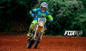 Roberto Castro celebra su tercer título en la MX1