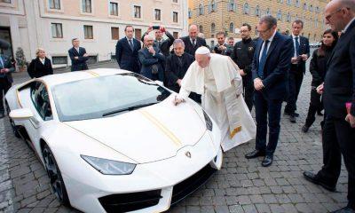 Papa Francisco estrena su nuevo Lamborghini Huracán