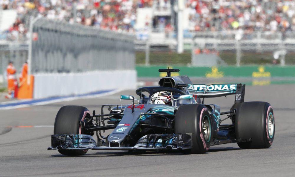 Hamilton ganó en Rusia y quedó muy cerca del título