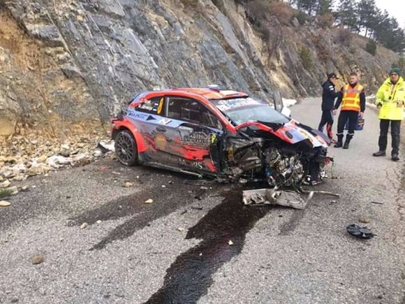 Espectacular accidente de Ott Tänak en Montecarlo ( video )