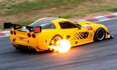 Carlos Rodríguez en su Chevrolet Corvette